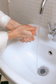 washing-hands-back-to-the-office