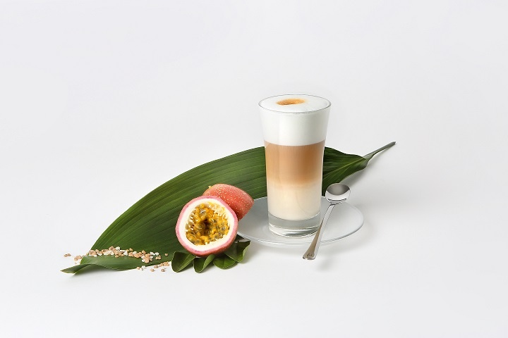 Latte_macchiato_with_passionfruit.jpg